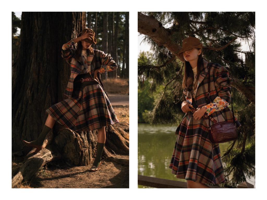 Tilda porte un bob Lacoste ; une veste Dawei ; une blouse Roseanna ; une  jupe Dawei ; une ceinture Dawei et une ceinture Longchamp ; un sac Longchamp ; des chaussettes Calzedonia ; des chaussures Gucci.